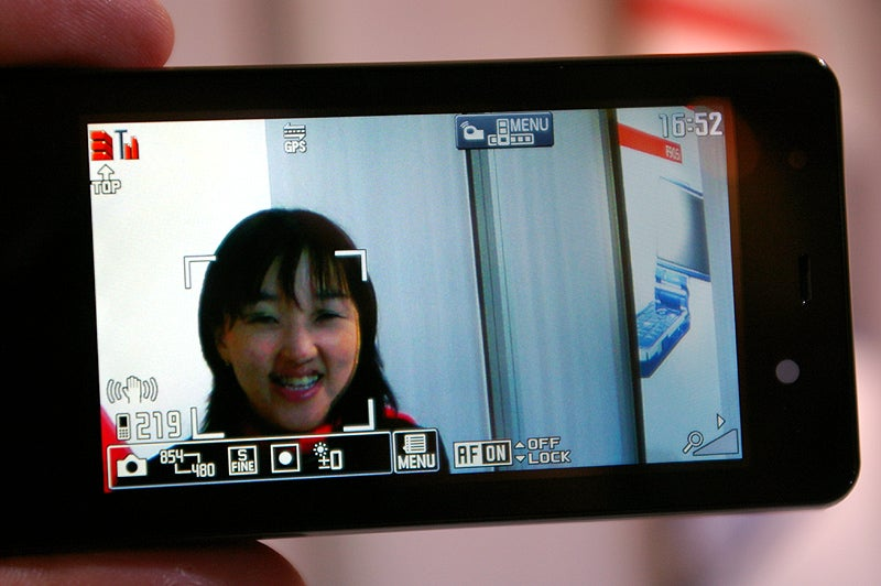 NEC N905i Sports 5MP Face-Detecting Camera, Everything Else We Love in Japanese Phones