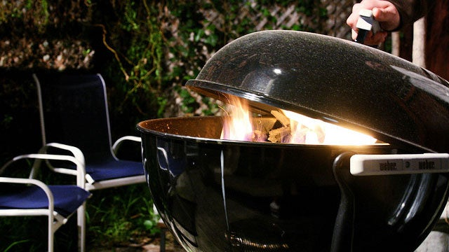 Turn a Charcoal Grill into a Smoker for a Delicious BBQ
