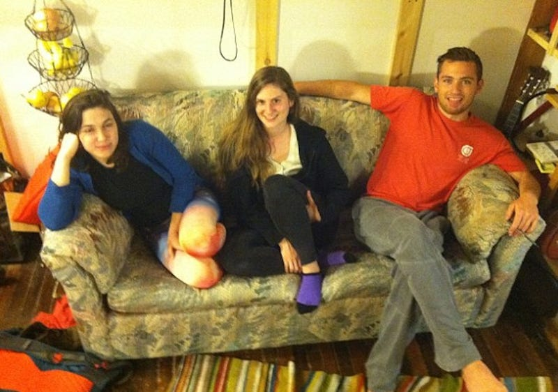Roommates Find $41,000 in Used Couch, Return Cash to Elderly Owner