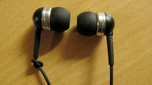 Knot an Earbud for Quick Left/Right Identification