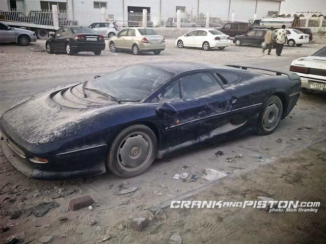 Jaguar XJ220 Forgotten In The Desert