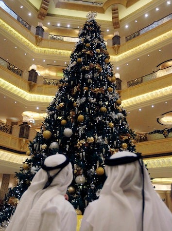 "Abu Dhabi Hotel ""Regrets"" $11 Million Christmas Tree"