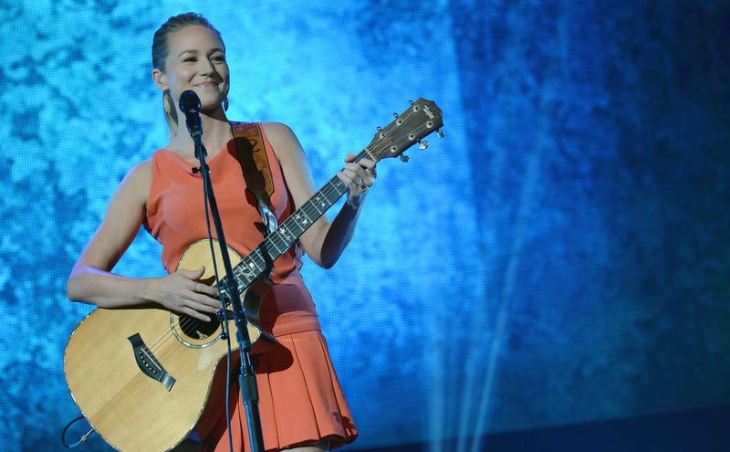 Jewel Will Only Sing You 'Morning Song' If You Are Especially Hot