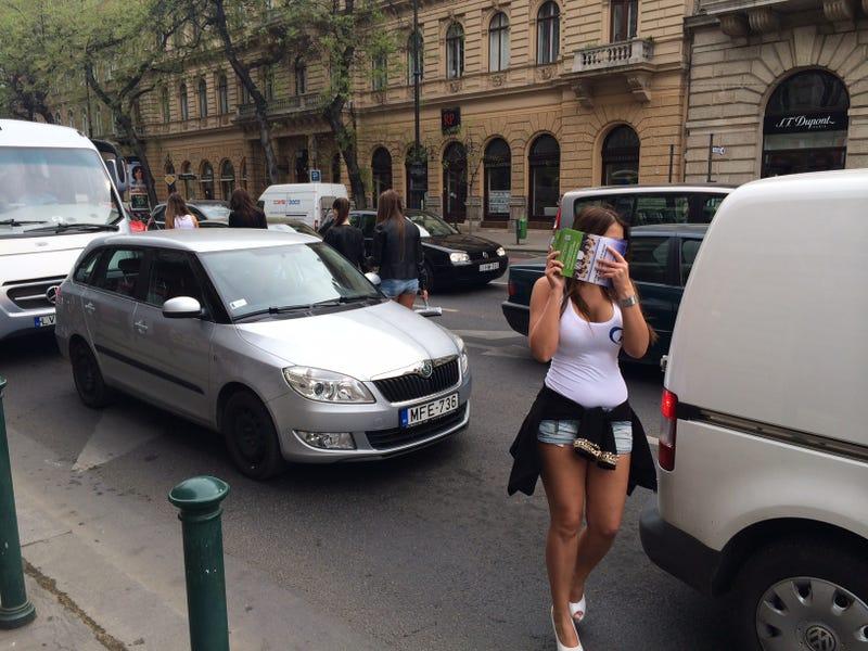 Szili Katalin ledobta a csöcsbombát a Belváros közepén