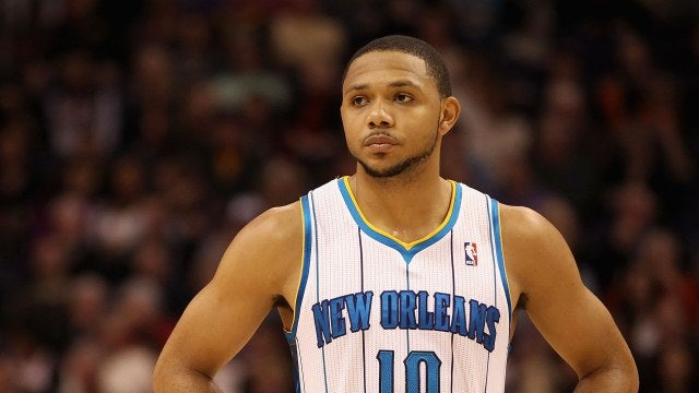 Watch Eric Gordon Slowly Back Away From Reporters While Giving World's Most Awkward Interview