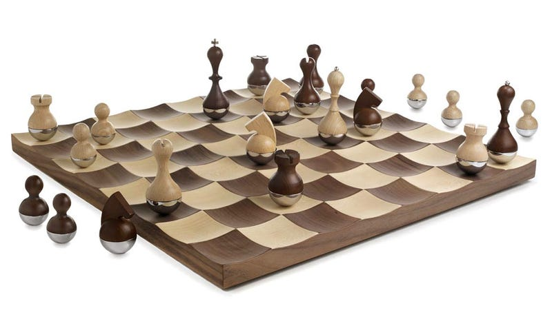 Wobbling Chess Set Makes It Impossible To Concede