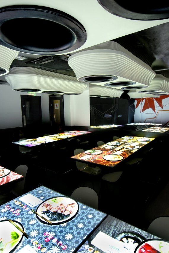 New London Restaurant Has Interactive Touch Tables With eMenus and Digital Tablecloths