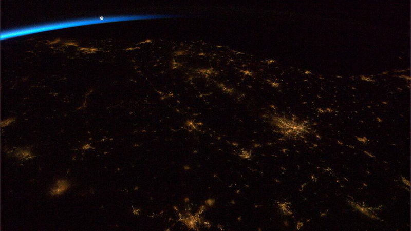 Incredible new ISS photo shows the moon ushering in the dawn
