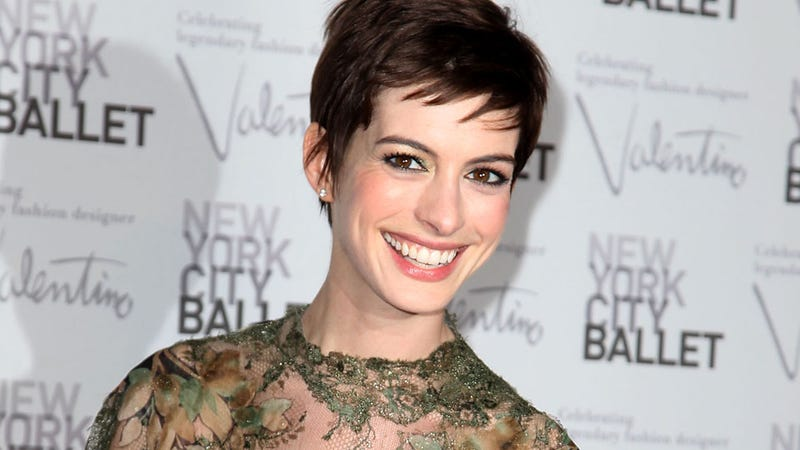 Anne Hathaway's Les Mis Performance Moved Anne Hathaway So Much, Anne Hathaway Cried