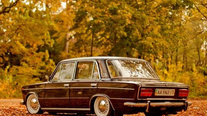 Soviet Saturday? Dropped Lada time!