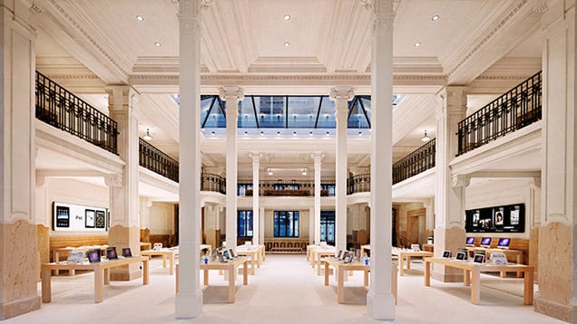 Last Night Armed Robbers Stole Over $1 Million Worth Of Gear From a Paris Apple Store