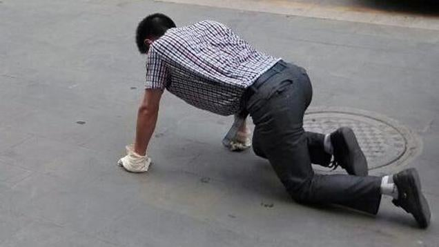 Managers Crawl on the Street After Failure
