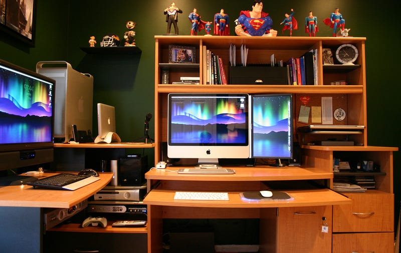 Green Walls and Macs: The Superman Office - Gallery