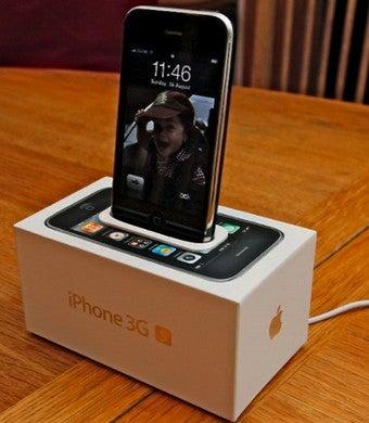 Turn an iPhone Box into an iPhone Dock