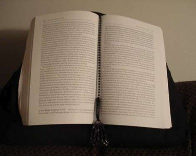 DIY Hands-Free Book Pillow Makes for Comfortable Reading