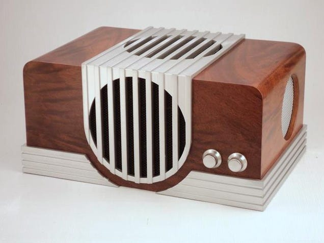 This Beautiful Vintage Radio Is Actually a Custom Gaming PC