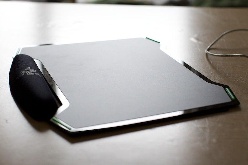 Razer Vespula Gaming Mouse Pad Review: 2 Surfaces, 1 Pad