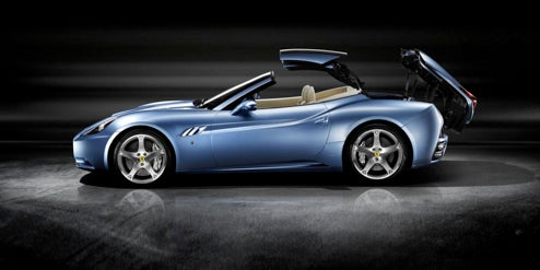 The Ferrari California Shows How It Goes Topless