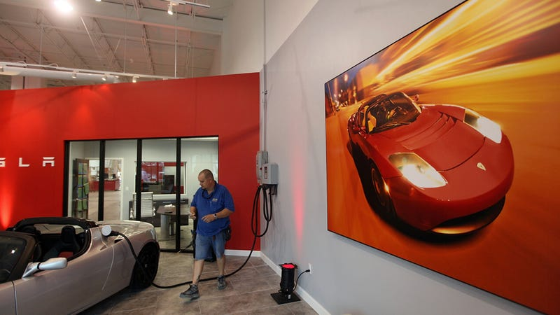 Car Dealers Attack Tesla's 'Illegal' Apple Store Ripoffs
