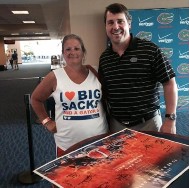 "Lady In ""I Love Big Sacks"" Shirt Gets Picture With Will Muschamp"