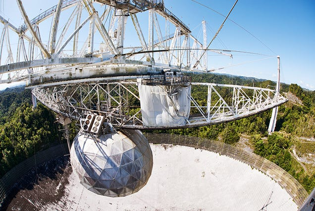 The Aging Giant of Telescopes, Shrouded In Tropical Mist