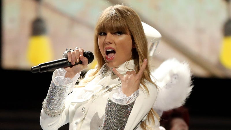 'I Never Chase Boys,' Says Taylor Swift (Silently Adding, 'With a Net')