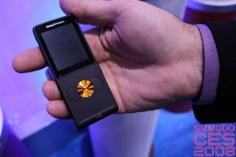 Hands On Sony Ericsson W350: Like a Japanese Art Phone But Thinner