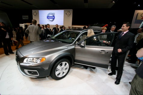 New York Auto Show: Volvo XC70 Tougher and Safer, Less Teal