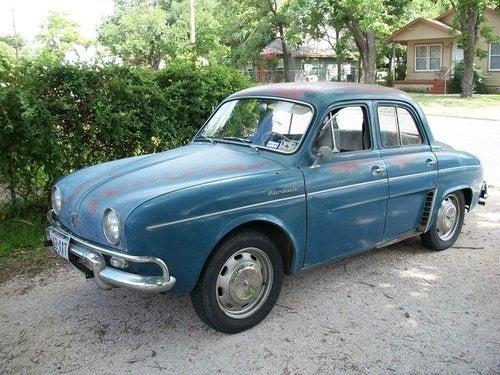 Loony Mechanic Driving $200 Renault From Texas To Alaska