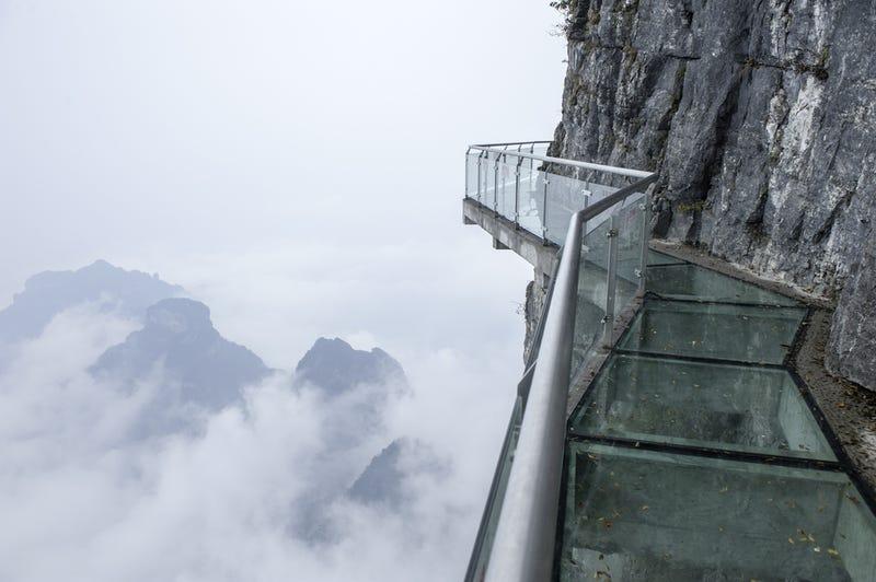 Tériszonyod van? Ezeken a dermesztő kínai ösvényeken kikúrálhatod.