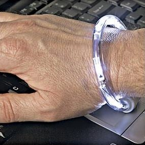 LED Bracelet Flashlight Frees Up Both Hands For Work