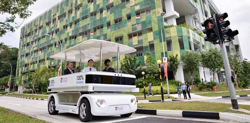 Singapur comienza a probar microbuses autónomos