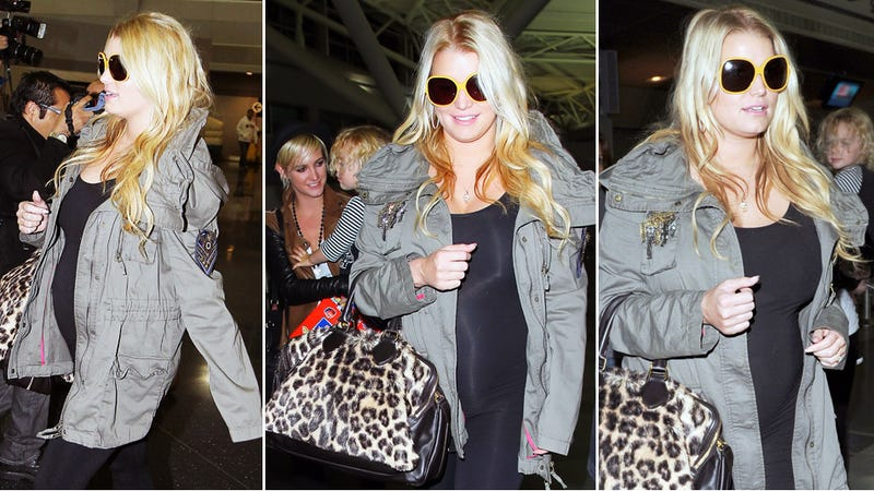 Jessica Simpson Is Hugely Pregnant, Why Won't She Admit It?