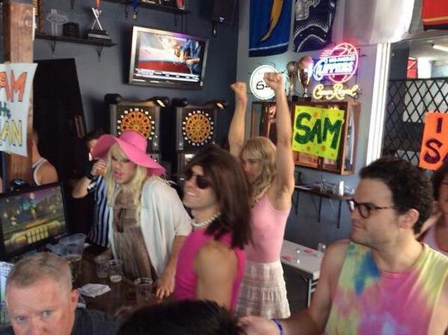 Gay Sports Bar Hosts Michael Sam Draft Party