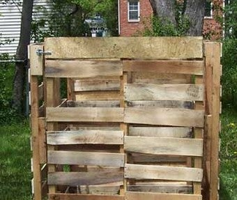 Build a $15 Shipping Pallet Compost Bin