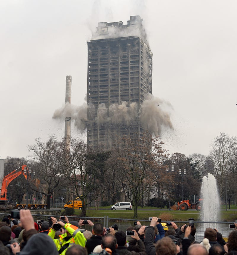 Behold One of the Biggest Controlled Skyscraper Implosions Ever