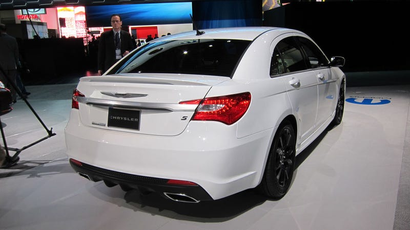 Chrysler 200 Super S: Detroit Auto Show Live Photos