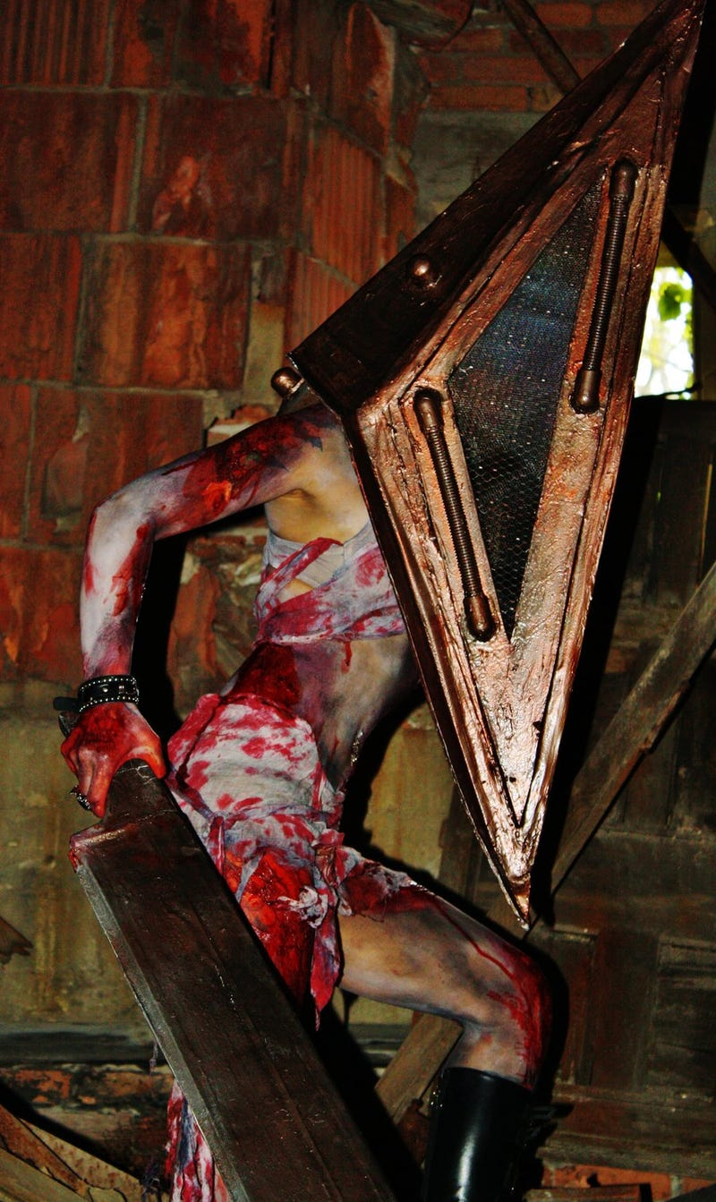 What If Pyramid Head Were a Lady?