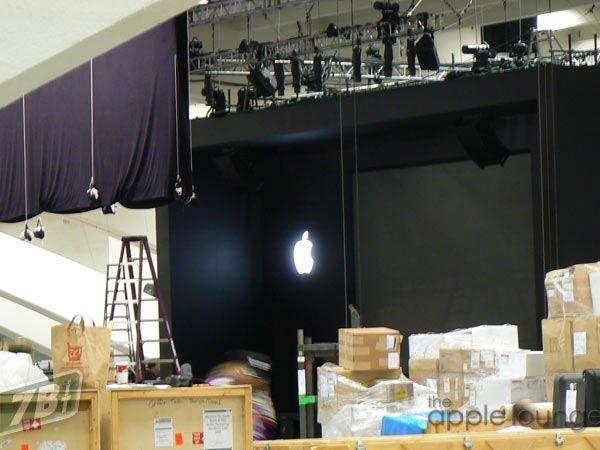 Spy Photos of Apple's Macworld 2009 Booth