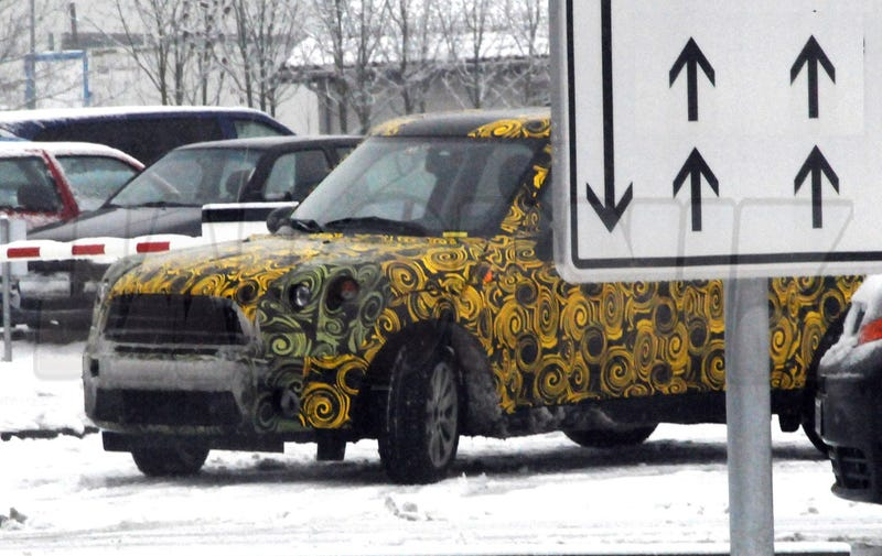 MINI Crossover: Little SUV Caught Braving Snowy Weather