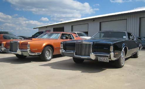 Proving The 1972 Lincoln Mark IV Is The Coolest Land Yacht Ever, Two Show Up At LeMons Texas