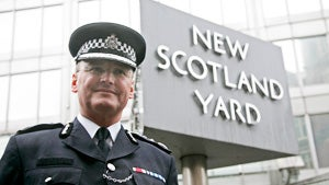 London's Top Cop Resigns in Murdoch Hacking Scandal