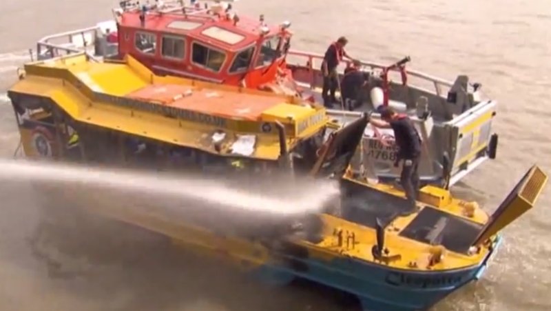 Duck Boat Fire Causes Tourists to Jump into the Thames