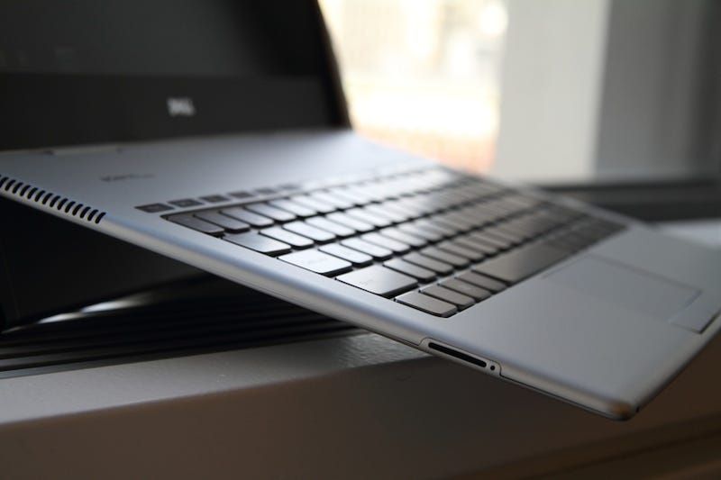 Dell Adamo XPS Hands On: Insanely Thin (and Just Insane)