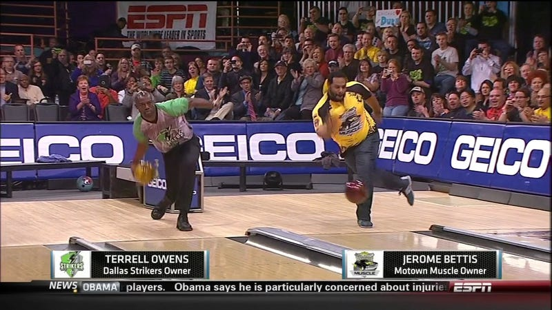 Here Is An Image Of Terrell Owens And Jerome Bettis Bowling Together