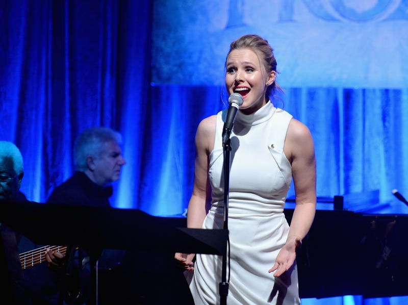Cast of Frozen sings for fans live -- and here's why that's a big deal