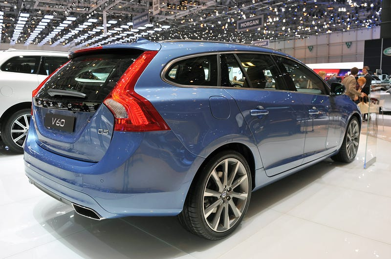 Test Driving A New Car For The First Time: Volvo V60 Reax