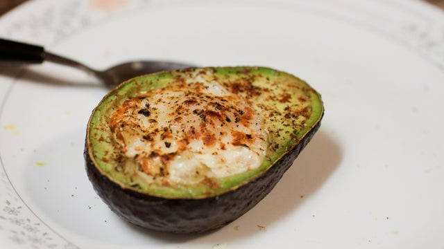 Bake an Egg in an Avocado for a Fast and Healthy Breakfast Treat