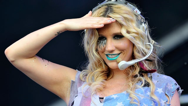 Ke$ha Really Does Pee Glitter