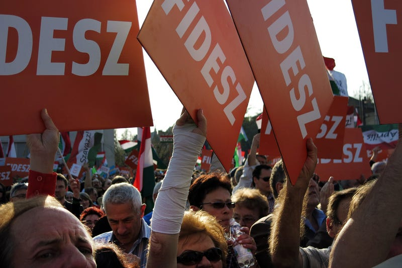 Orbán: Ennek a választásnak mi vagyunk az esélyesei (Percről percre)